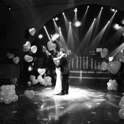 בלונים לחתונה בזמן ריקוד סולו