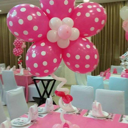 בלונים בצבע ורוד בצורת פרח לבת מצווה