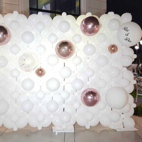 קיר בלונים לחתונה